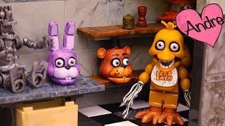 Foxy le esconde la guitarra a Bonnie | Muñecas y juguetes con Andre para niñas y niños