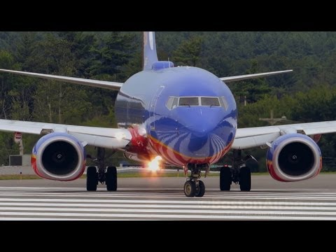 Southwest B737-800 Close Up & Takeoff