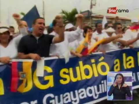 MARCHARON PARA CELEBRAR CATEGORIA B DE UNIVERSIDAD DE GUAYAQUIL