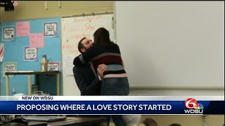 Man proposes to his girlfriend in their 3rd grade classroom