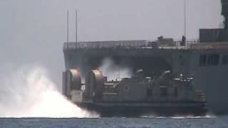 輸送艦『しもきた』から、LCAC-1級エア・クッション型揚陸艇発進!!