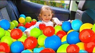 Öykü and Mommy Ball pool fun kid video