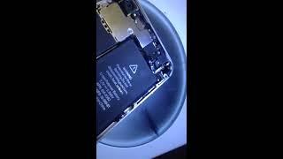видео iPhone 4S выключился и не включается! Легко и просто!