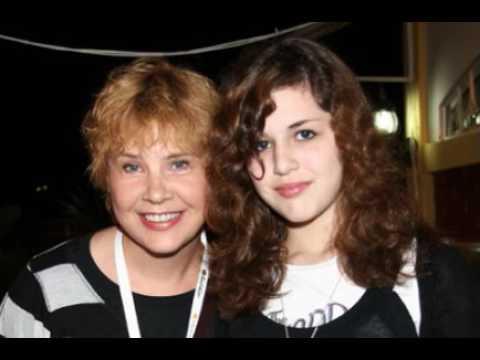 Татьяна Догилева впервые показала, сбежавшую из Голливуда, дочь  Вы онемеете, от ее красоты