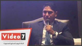 """أبو هشيمة يوضح حقيقة إنتاج ألبوم عمرو دياب """"أحلى وأحلى"""""""