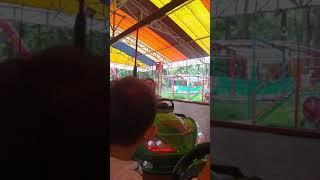 Lunaparkta carpisan arabaya bindik, eğlenceli çocuk videoları
