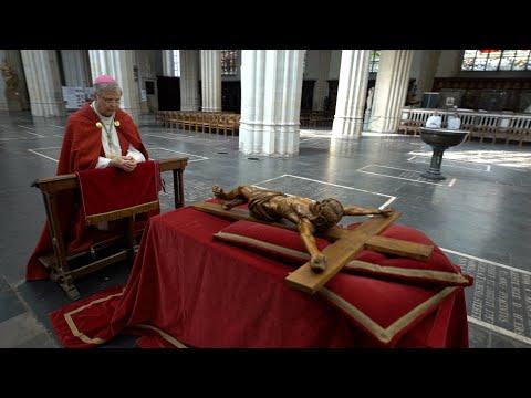 Kruisverering vanuit kathedraal