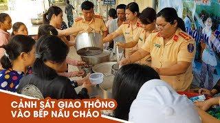 Cảnh sát giao thông vào bếp nấu cháo cho người nghèo ở bệnh viện