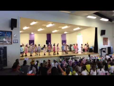 Kids easter parade show