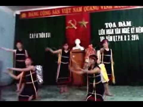 Múa Chiều lên bản Thượng: nhom Son Nu( thon Bui- Thanh Tho - Thach Thanh - Thanh Hoa.)