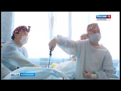 Бадма Башанкаев провел несколько операций в республиканской больнице