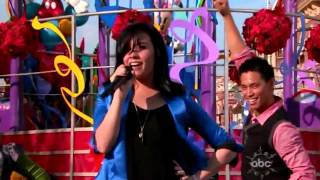 Demi Lovato - Wonderful Christmas Time (Walt Disney World Christmas Day Parade) LIVE