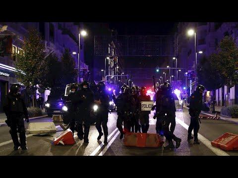 Los contagios avanzan tras una noche de disturbios por las restricciones