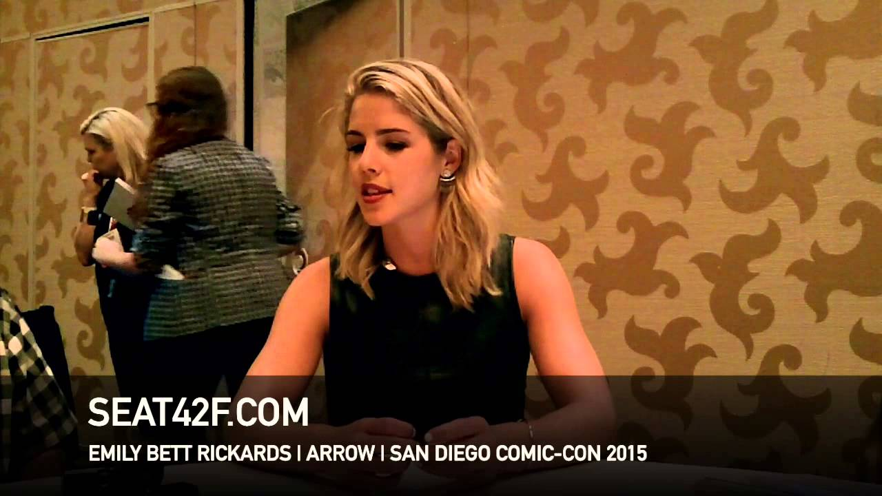 Bett Comic Emily Bett Rickards Arrow Comic Con 2015 Interview