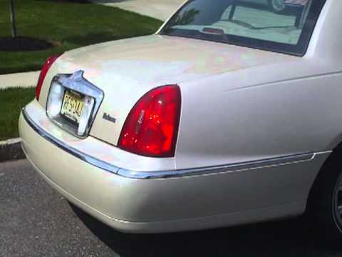 Gorgeous 2001 Pearl White Lincoln Town Car 65k Youtube