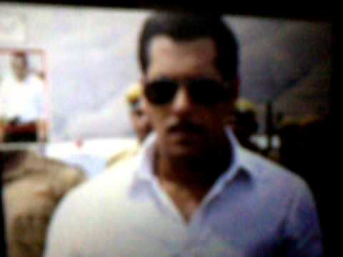 salman khan kiss sonakshi in set of dabang 2 Travel Video