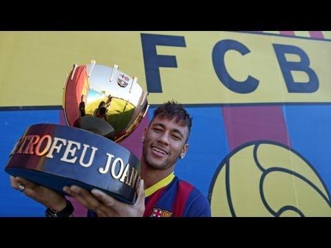 FC Barcelona - Neymar, amb el Trofeu Joan Gamper