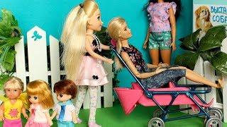 МАША И БАРБИ ЗАБРАЛИ КОЛЯСКУ У ДЕТЕЙ /куклы Мама Барби