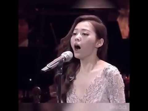 ¿Recuerdas ESA escena de 'El Quinto Elemento'? La cantante china Jane Zhang la interpretó en vivo