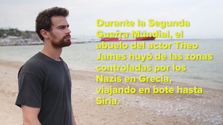 El actor Theo James se encuentra con refugiados sirios en Grecia