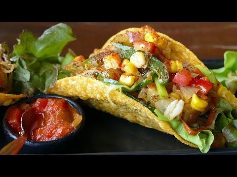 Show de tacos en masa casera por Juan y Juanito