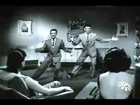 Corona y Arau comedy and dance team