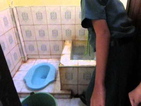 ล้างห้องน้ำหญิง
