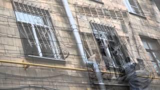 видео Монтаж кованых металлических решеток на окна в Москве.