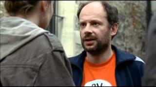 Bande Annonce Huit Fois Debout - 8 Times Up Trailer