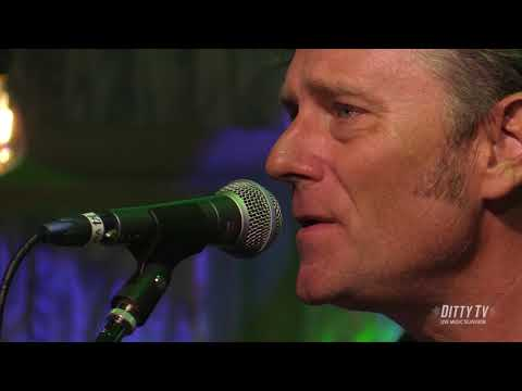 """Drivin' N' Cryin' performs """"R.E.M."""" on Ditty TV"""