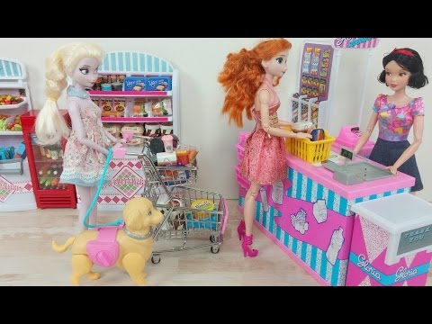 Grocery shopping! Frozen Elsa & Anna at Supermarket السا وانا سوبر ماركت Boneca Elsa Supermercado