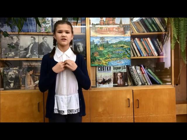 Изображение предпросмотра прочтения – СофьяНовикова читает произведение «Белка (В деревне, в праздник, под окном…)» И.А.Крылова