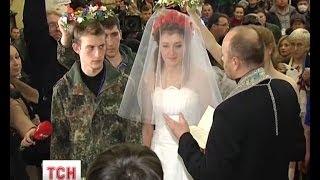 Перше революційне весілля відбулося у колонній залі київської мерії