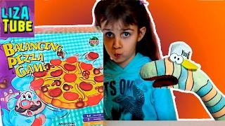 Веселая ИГРА ЧЕЛЛЕНДЖ сделай ПИЦЦУ Лиза и Червяк ШОУ Balancing PIZZA funny game lizatube