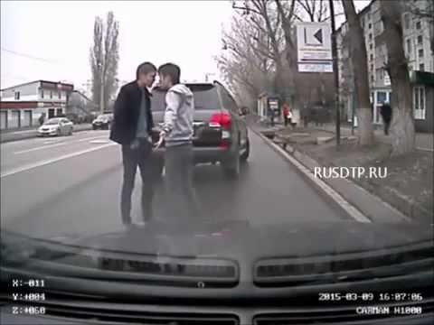 Разборка на дороге Жена истеричка
