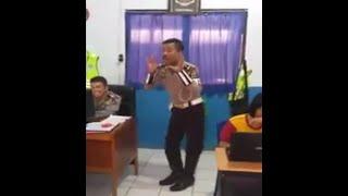 [HEBOH] VIDEO LUCU!!! Tingkah Polisi Joged Joget Cantik Sambalado Ayu Ting Ting Kocak (BIKIN NGAKAK)