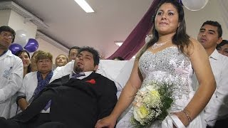 Se casaron en el Hospital Padilla y la terapia se transform�...