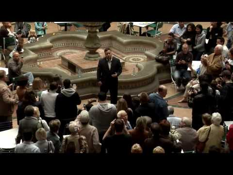 Paul Potts singt La Prima Volta für Flashmob in Oberhausen