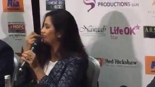 Gambar cover @Shreyaghoshal singing #ThodiDer live for the first time❤at UK