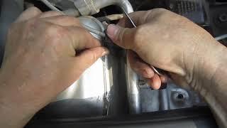 Ремонт креплений трубок автокондиционера Рено Логан (repair of pipes of air conditioner)