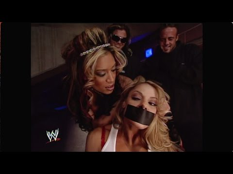 Mickie James vs. Candice Michelle: RAW, Nov. 21, 2005 (HD) thumbnail