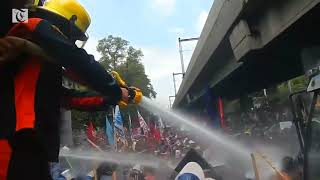 Anti-Trump protesters clash with riot police as ASEAN summit begins