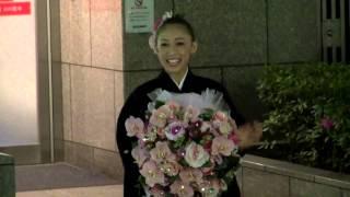 2014年5月11日 東京宝塚劇場花組千秋楽、花蝶しほさんの出待ちです。