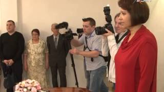 На Красную горку работники ЗАГСа преподнесли сюрприз молодоженам