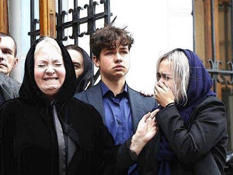 Вдова Вилли Токарева задыхалась у гроба мужа...
