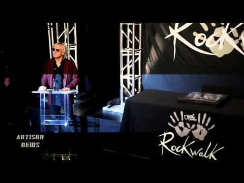 THE EAGLES JOE WALSH INDUCTS VINCE GILL INTO THE HOLLYWOOD ROCK WALK [RAW]