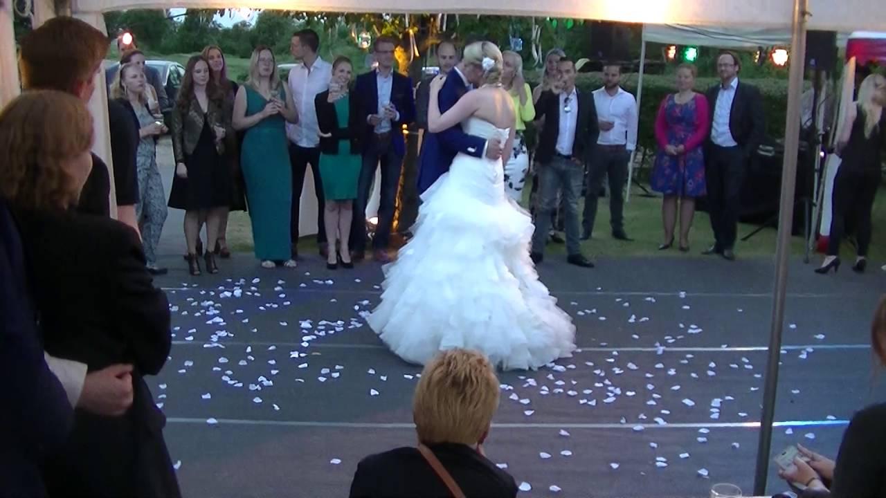 bruid verrast bruidegom