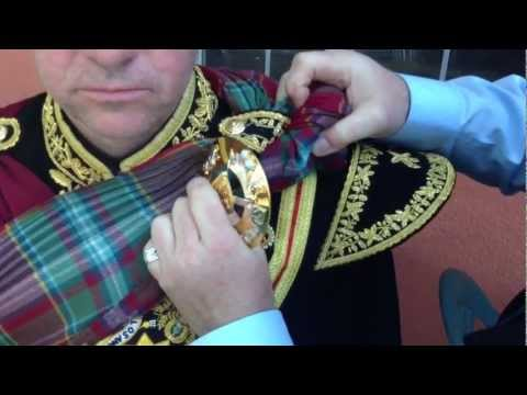 Drum Major Plaid Tying: Scots Guards Method