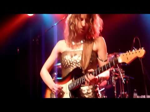 Ana Popovic - The Hustle is on (T-Bone Walker cover) @ Musiktheater Piano Dortmund 02.04.2011