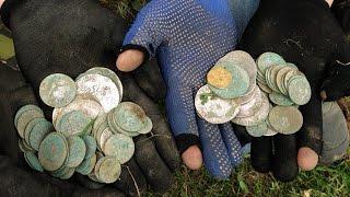 клад монет больше 100 штук средневековье(Поиск с металлоискателем. найдено больше 100 монет средневековья: талеры, орты, трояки, полтораки, и другое...., 2016-04-14T10:57:01.000Z)
